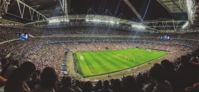 Big Data im Fussballsport - Fussball Stadion mit Zuschauern