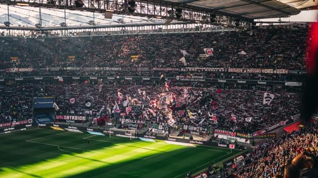 Blick in das volle Stadion von Eintracht Frankfurt