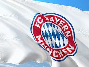 Fahne mit Logo des Serienmeister FC Bayern München